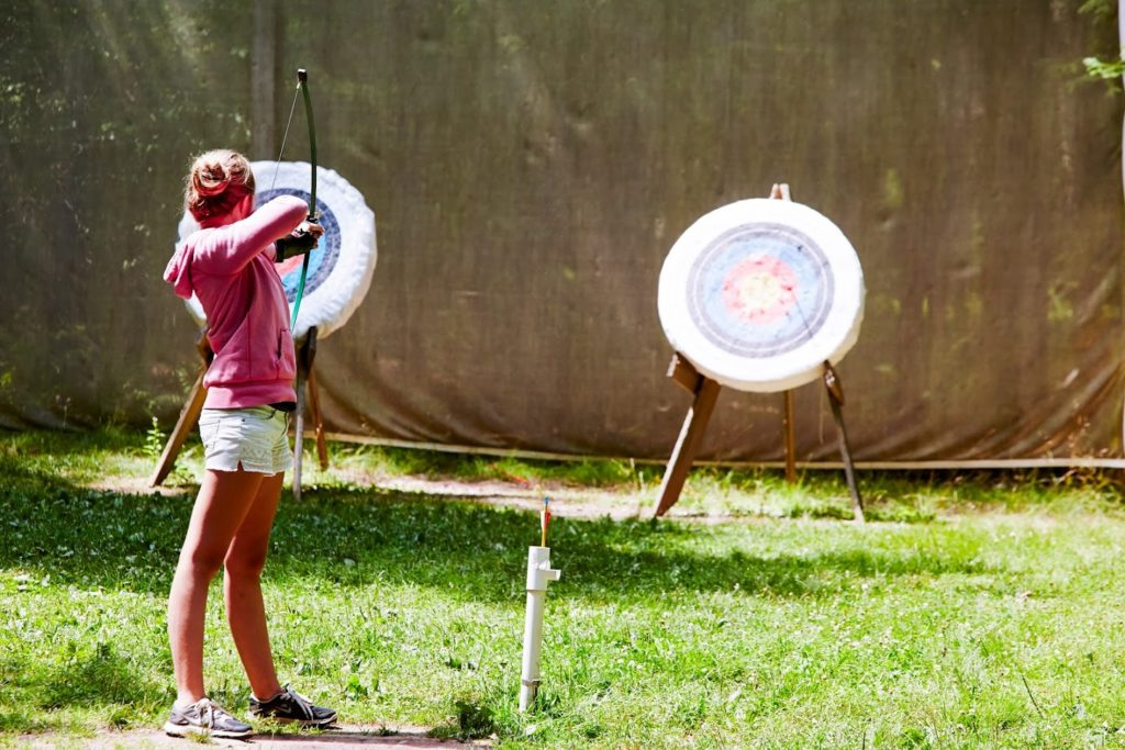 girl-practicing-archery