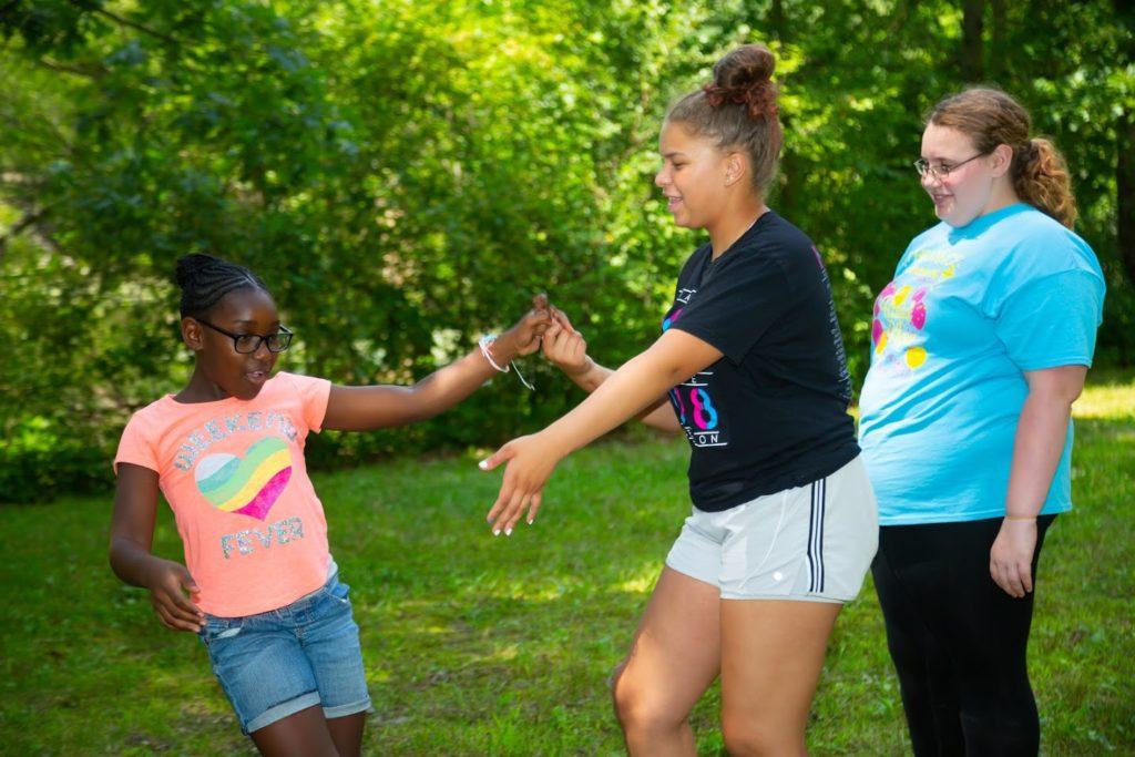 world-thinking-day-girls-dancing
